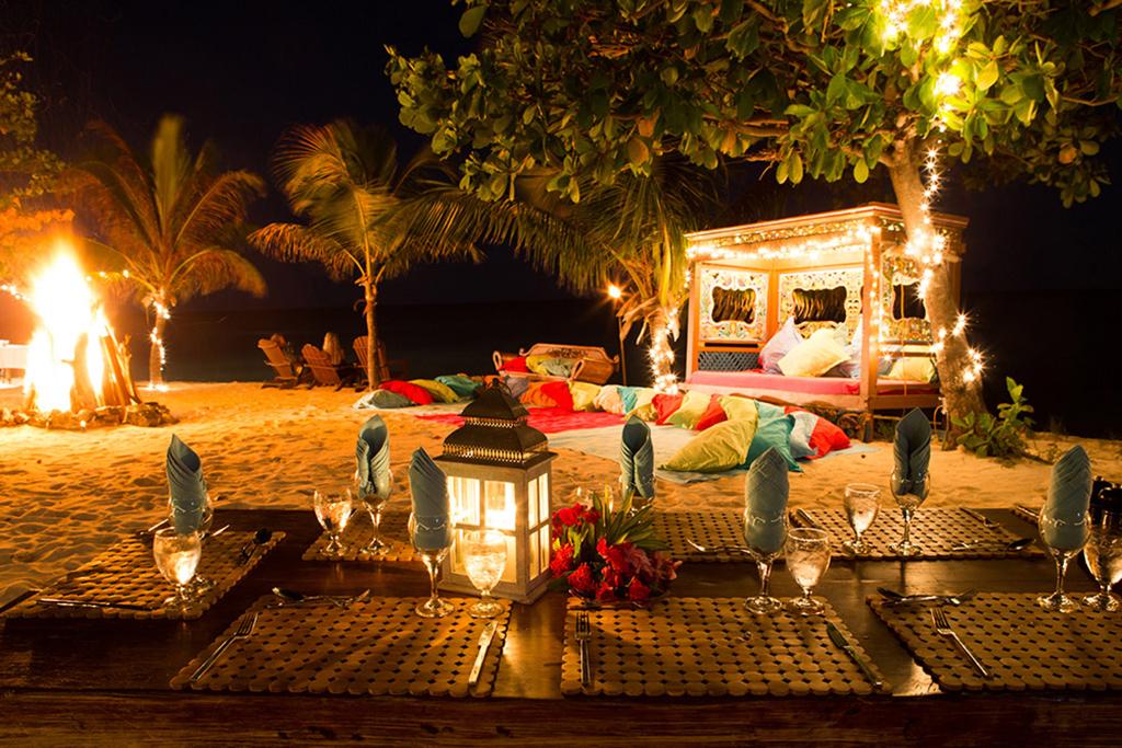 Bali-Beach-Dining