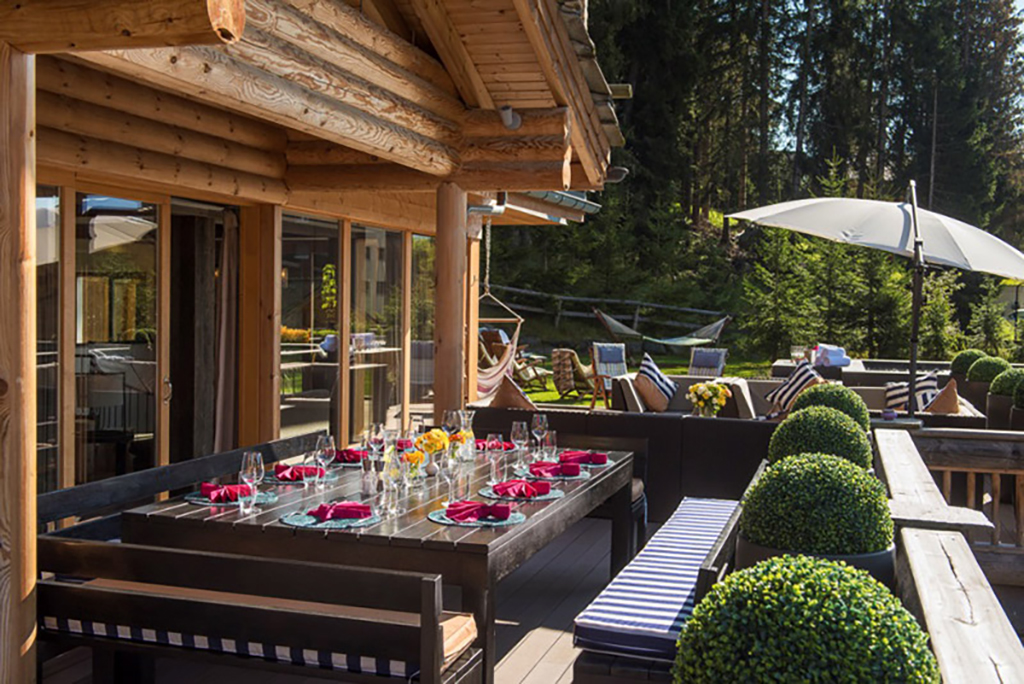 The outdoor dining area at The Lodge