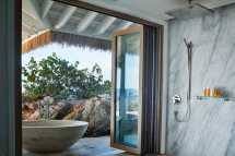 the-branson-estate-headland-house-master-suite-bath.jpg