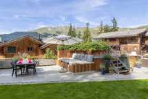 the-lodge_outdoor-hot-tub-and-seating-area.jpg