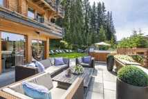 the-lodge_outdoor-hot-tub-and-terrace.jpg